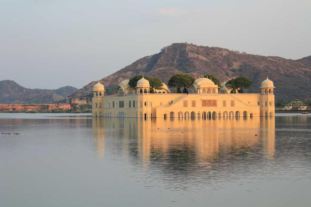 New Delhi to Jaipur Car Rental Services - Best Deal